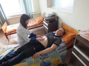 терапевт Макеева проводит осмотр пациента